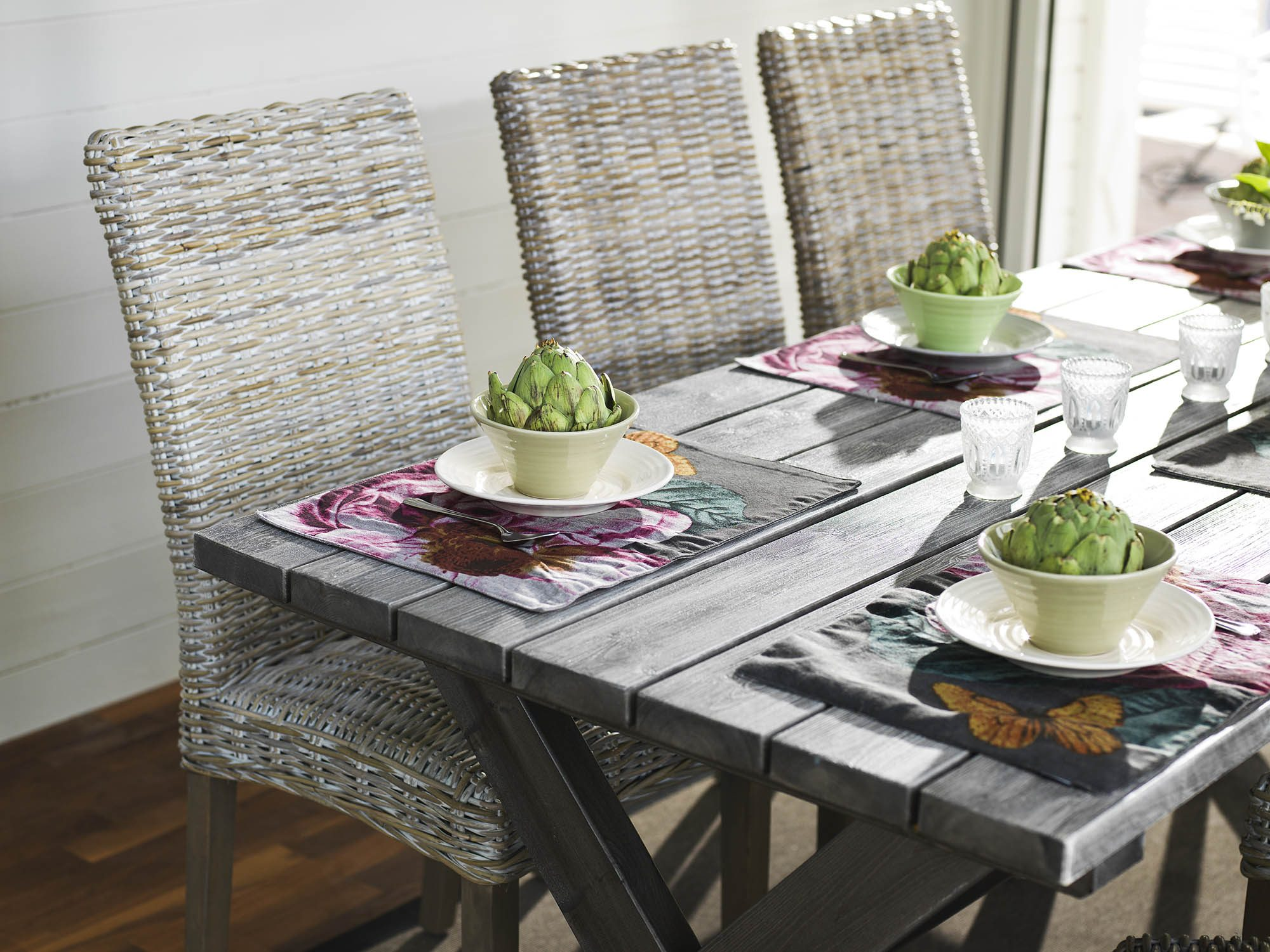 Shabby Chic bord från Hillerstorp i grått.