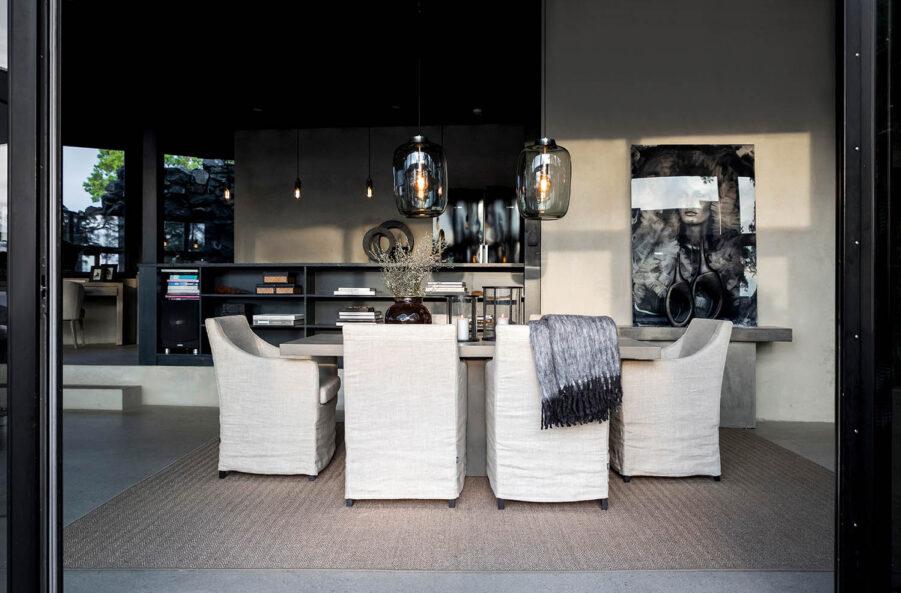 Artwood Avignon karmstol linne sand och Campos delgado matbord