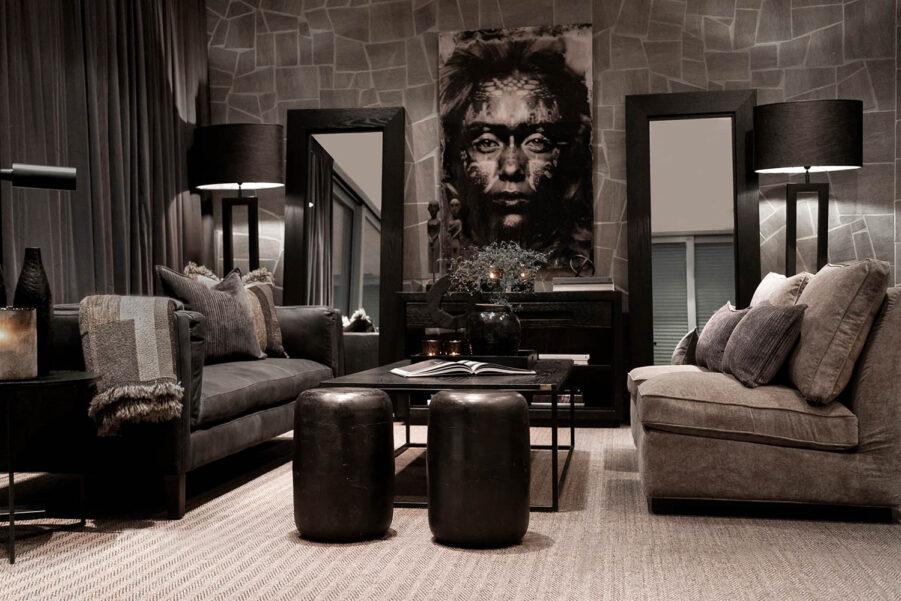 Miljöbild Spencer soffa, Mason soffbord, Town loungefåtölj, Arezzo golvlampa, Lorenzo pall från artwood