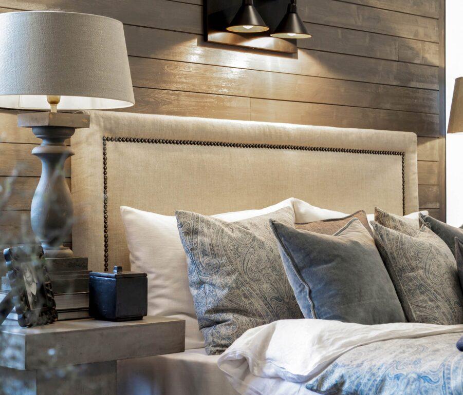 Miljöbild på sänggaveln Paris från Artwood.