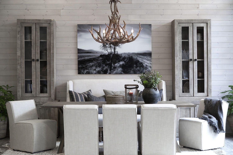 Miljöbild till Artwoods höstkollektion 2018, bilden visar bland annat stolen Roxanne med bordet Tree.