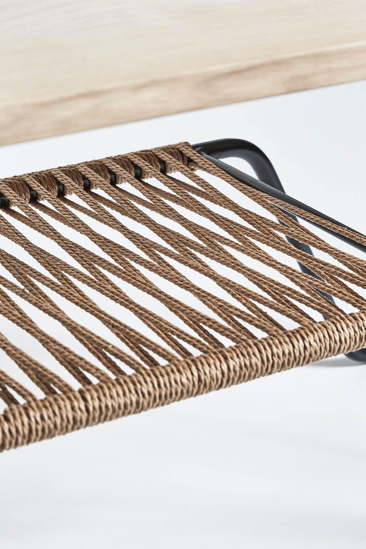 Detaljbild på Marcel sideabopard soffbord i rustik såpad ek och svart lackat stålstativ.