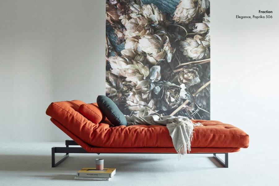 Miljöbild på Fraction bäddsoffa i färgen Elegance Paprika 506.