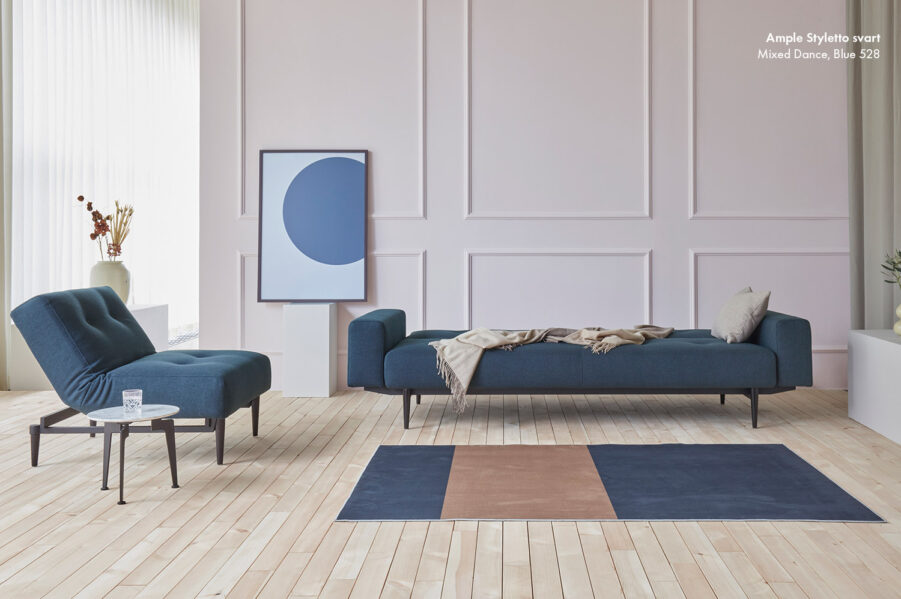 Ample Styletto svart i tyget Mixed Dance Blue.
