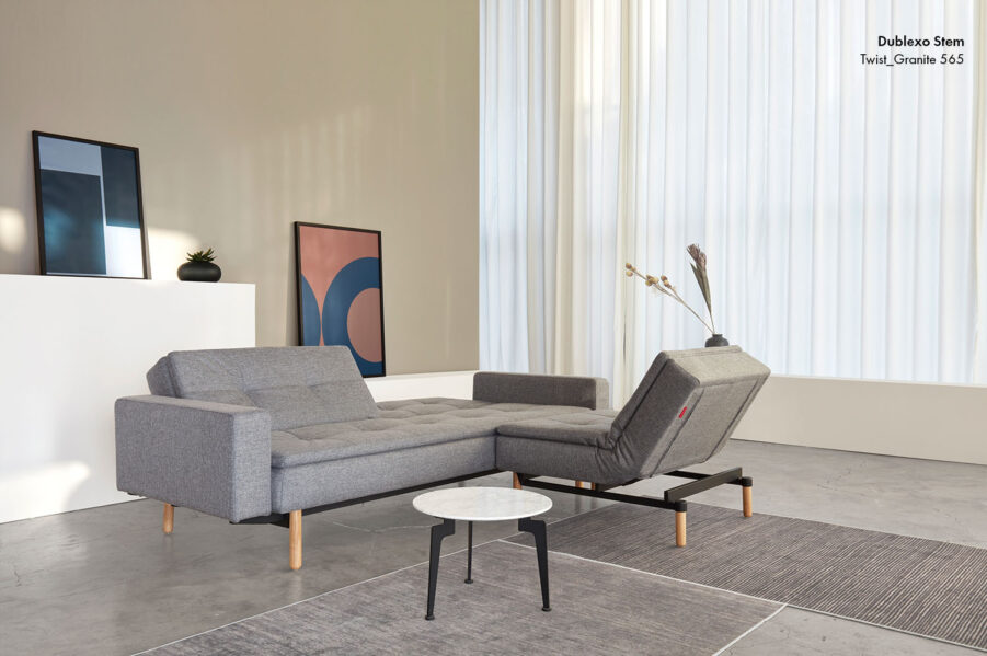 Dublexo Stem soffa och fåtölj i grått tyg.