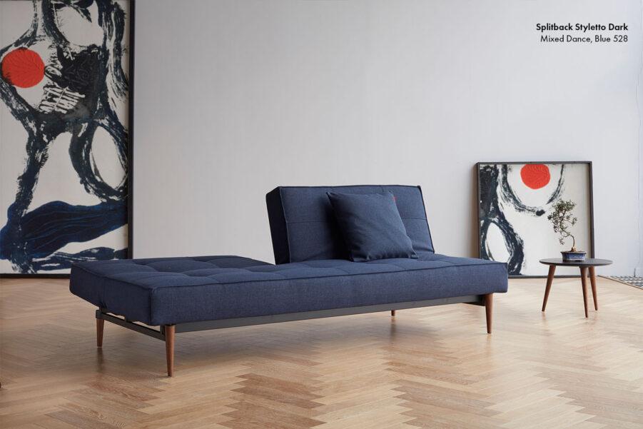 Miljöbild på Splitback Styletto soffa i tyget 528.