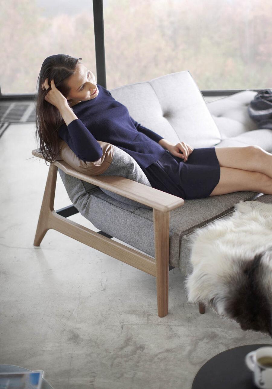Miljöbild på Splitback frej soffa från Innovation Living.