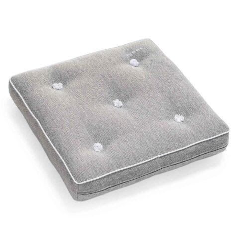 Fri Form fåtöljdyna ur Crown collection i grått.
