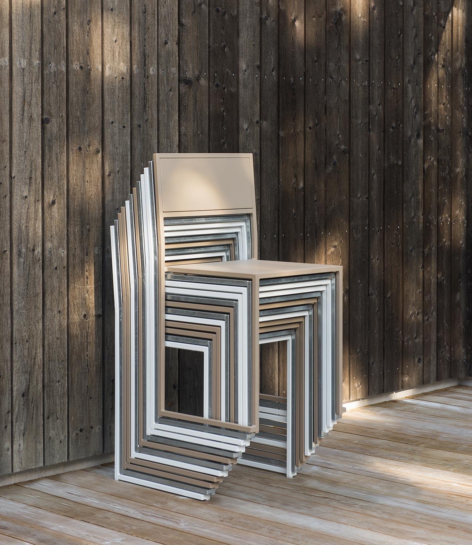Chair 2 från Design Of i grålackat stål.