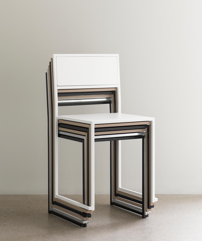 Chair 2 från Design Of i svart, vitt, grått och varmförzinkat stål.