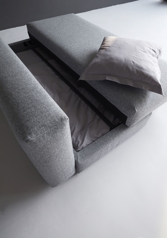 Bild på förvaringsutrymme i soffan Osvald från Innovation Living.