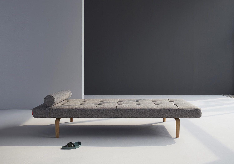 Miljöbild på Napper dagbädd från Innovation Living i färgen Mixed Dance Grey.