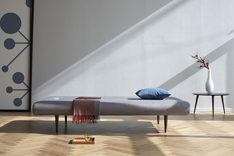 Unfurl soffa utfälld som bädd.