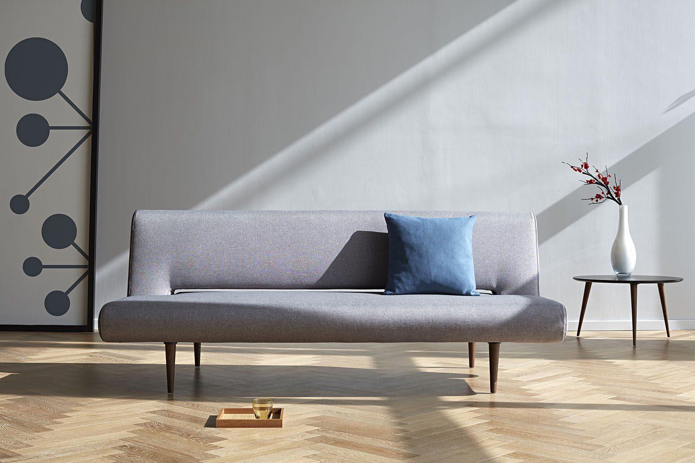 Miljöbild av soffan Unfurl Flashtex light grey.