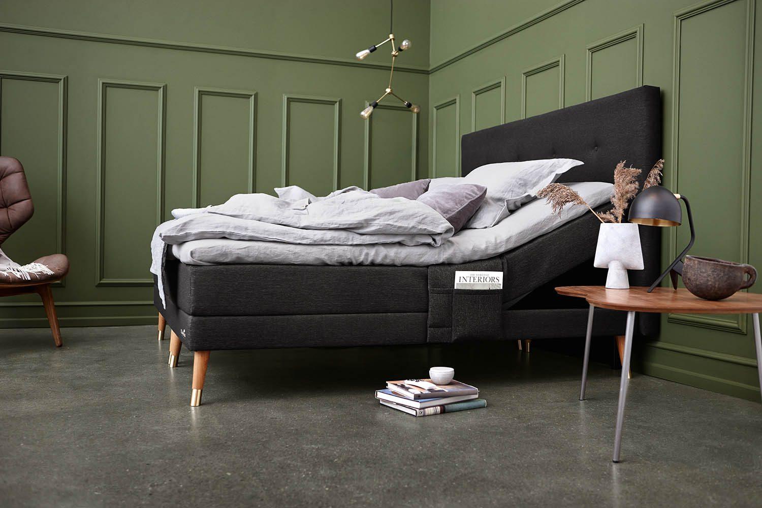 Miljöbild på ställbar Entré/Element med knappad sänggavel.
