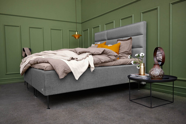 Miljöbild på Element/Essens ramsäng med Tegel sänggavel.