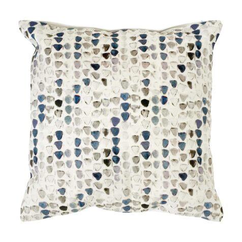 Bertrix kudde med blått mönster på beige bakgrund.