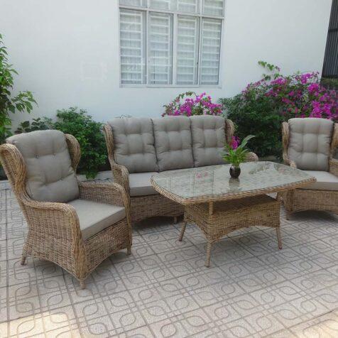 Rosita soffgrupp i färgen natur med fåtöljer och soffa.