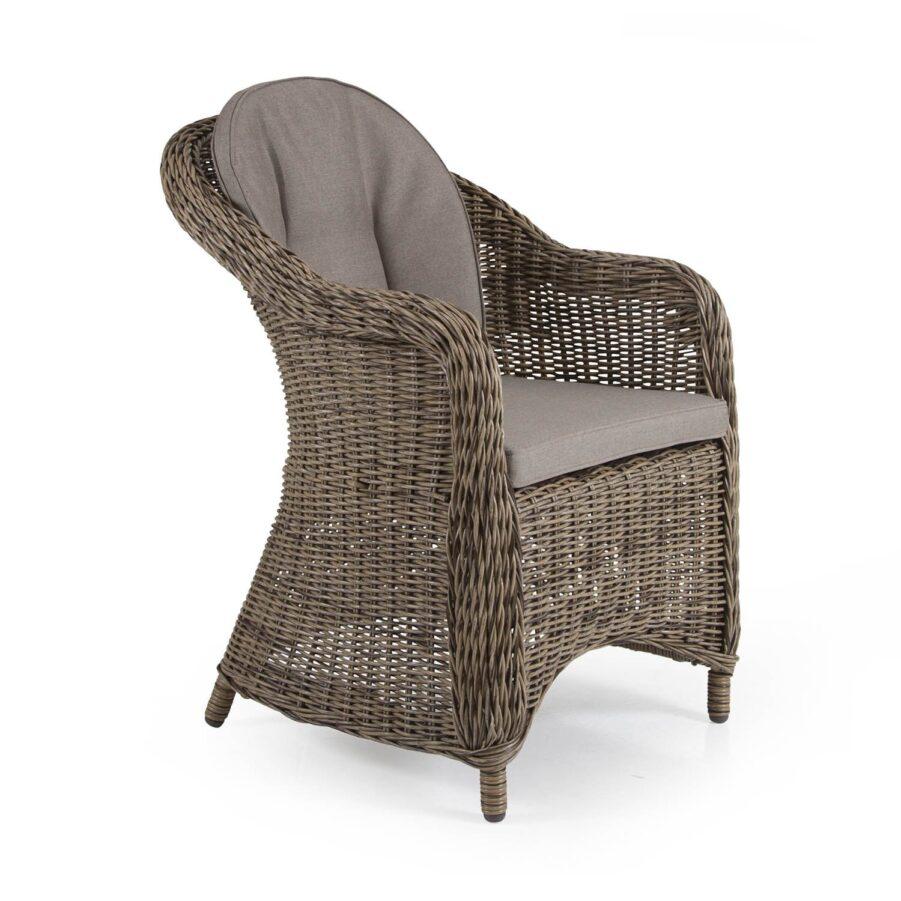 Eads karmstol i naturfärgad konstrotting med sittdyna och ryggdyna i beige tyg.