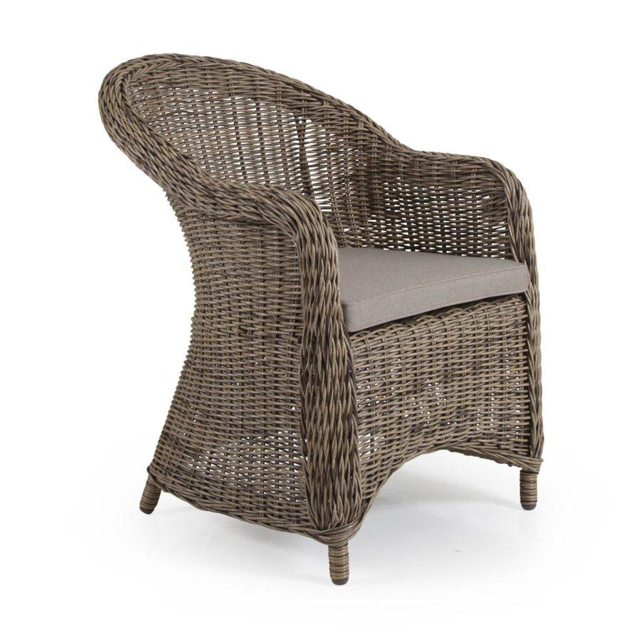 Eads karmstol i naturfärgad konstrotting med sittdyna i beige tyg.