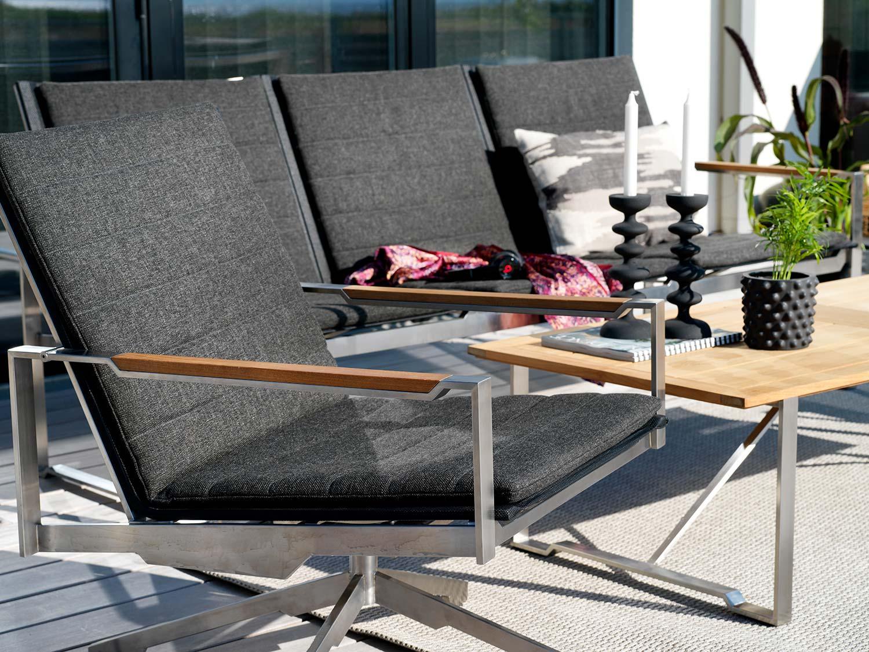Detaljbild på Gotland loungegrupp från Brafab i rostfritt stål.