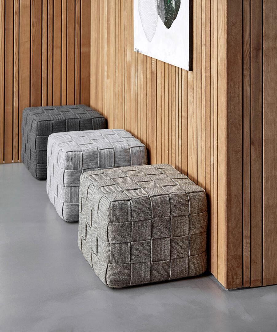 Miljöbild på Cube sitpallar i inomhusmiljö.