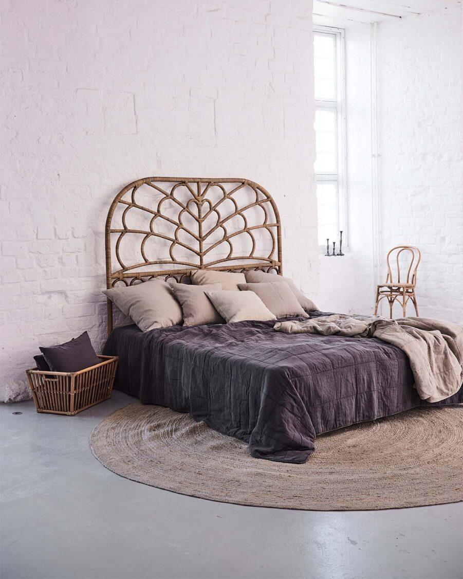 Celia sänggavel i rotting färgen antik.