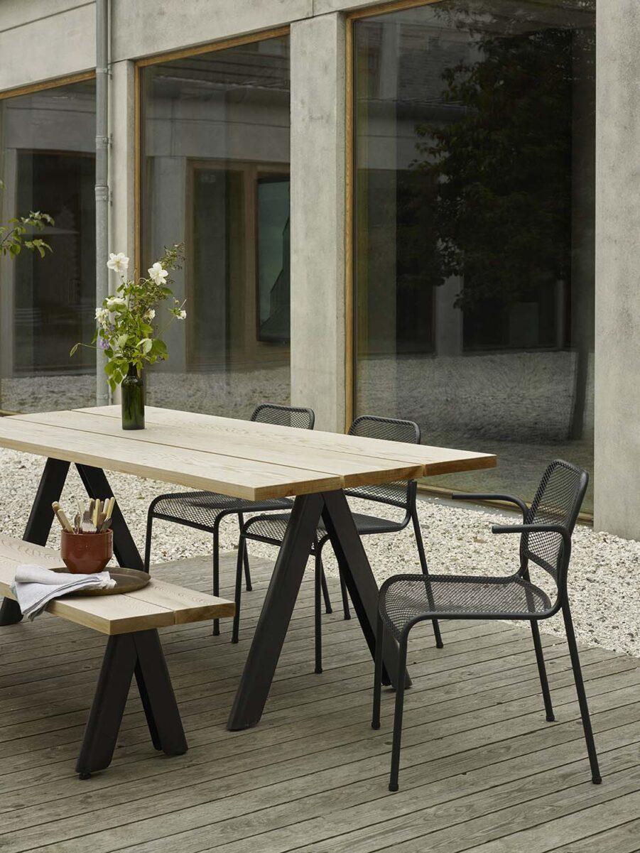 Bild på matbordet Overlap med Mira stolar från Skagerak.