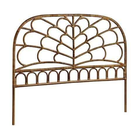 Celia sänggavel i antikfärgad rotting från Sika Design.