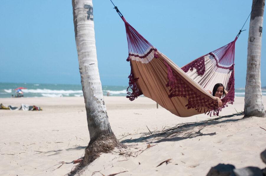 Miljöbild på den brasilianska hängmattan Bossanova bordaux från La Siesta.
