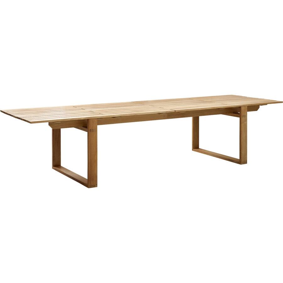 Endless matbord i teak med längden 330 cm.