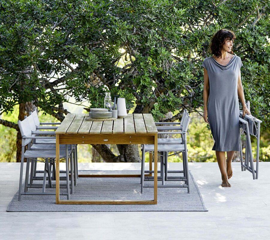 Miljöbild på matbordet Endless i teak.