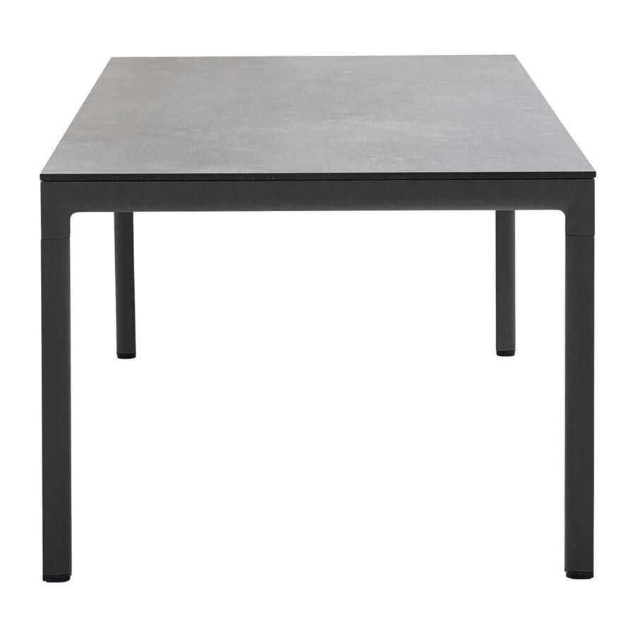 Drop matbord från cane-Line i lavagrått.