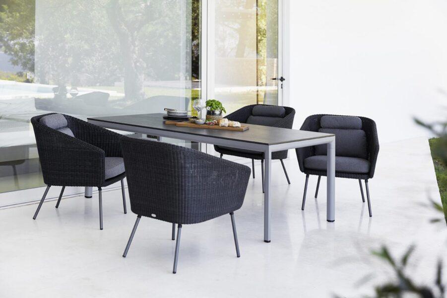 Drop matbord med Mega karmstolar från Cane-Line