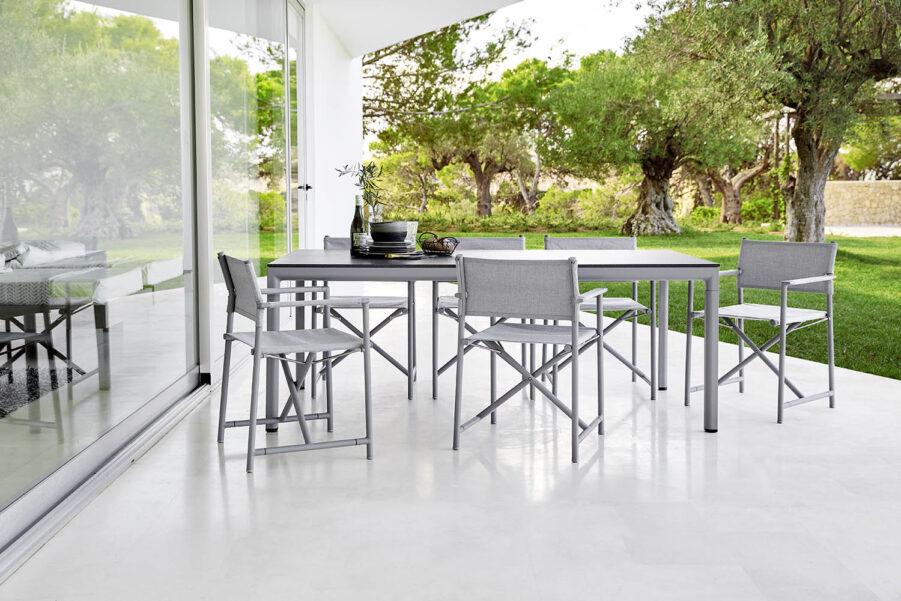 Struct karmstol med matbordet Drop från Cane-lIne.