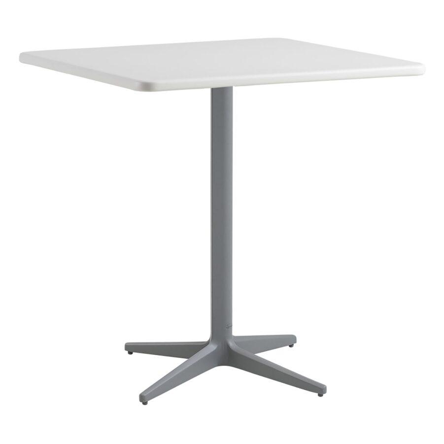 Drop kvadratiskt cafébord i aluminium i färgen vitt och ljusgrått.