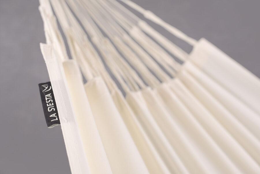 Detaljbild på Brisa hängmatta i färgen vanilj.