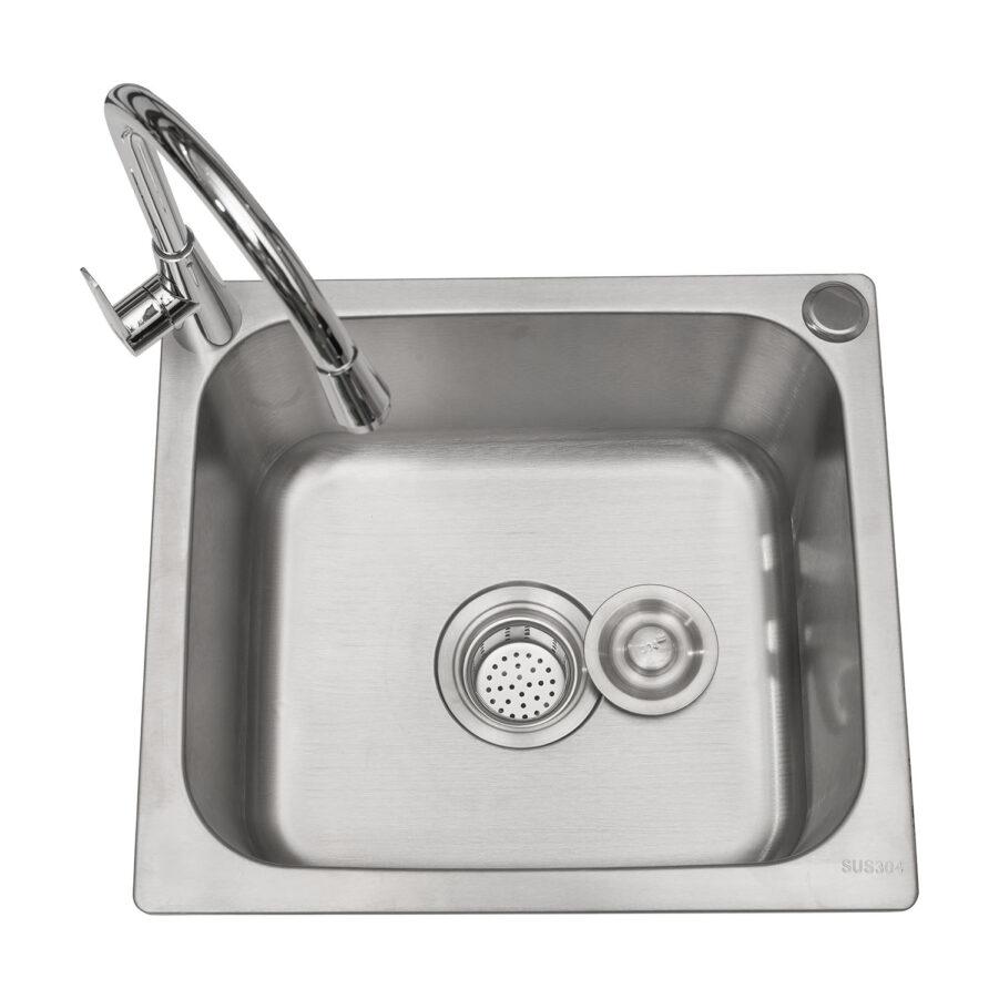 Vask med kran till uteköket Läckö från Hillerstorp.