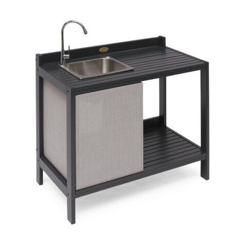 Läckö utekök med vask i orkangrå furu.