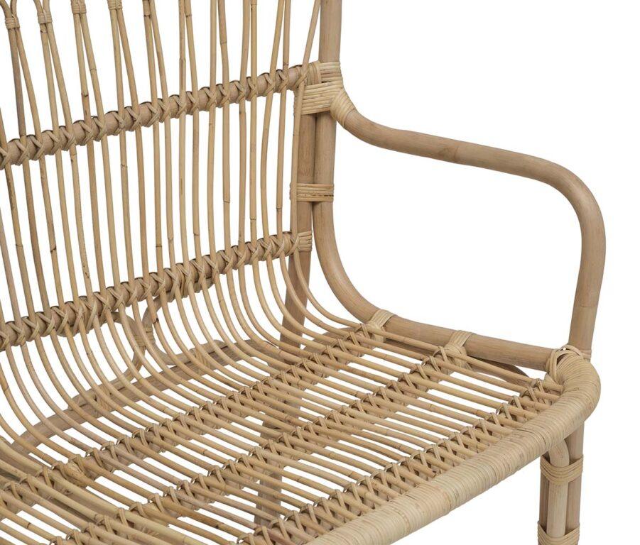 Detaljbild på soffa i naturrotting i serien Lyckesö.