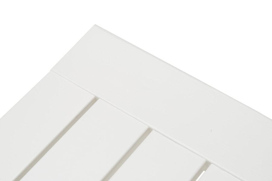 Detaljbild på Stoltö bänk i vit furu.