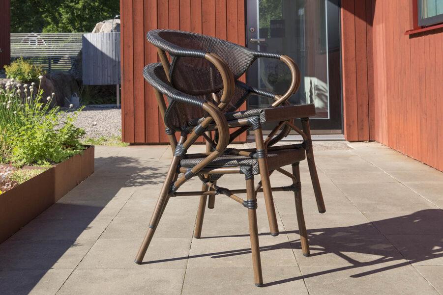 Bild på de stapelbara stolarna i serien Äppelhed från Hillerstorp.
