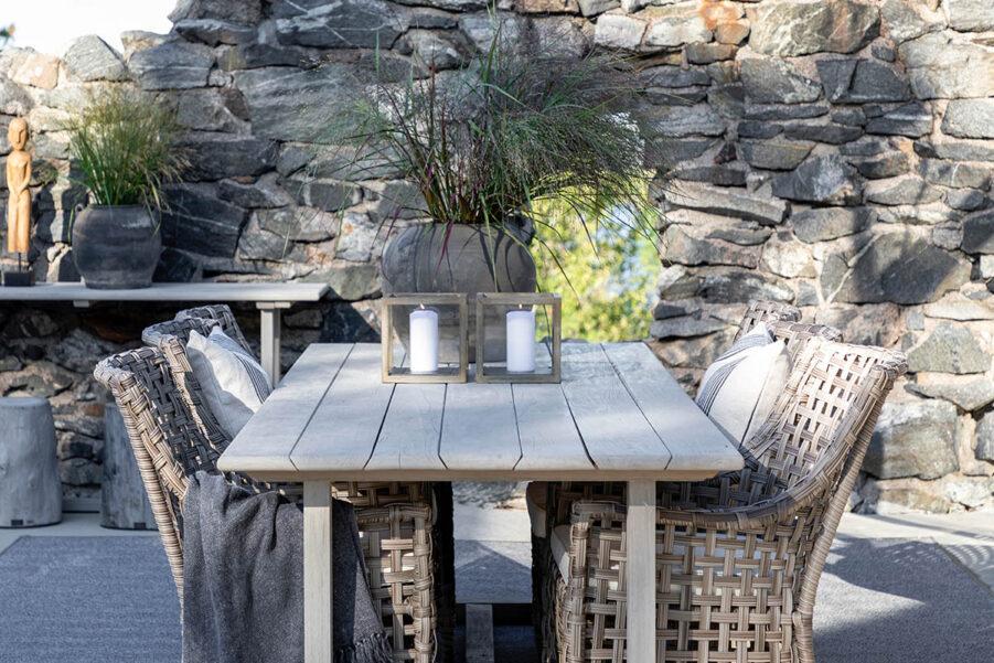 Artwood Malaga karmstol classic grey inkl. dyna och Palermo matbord