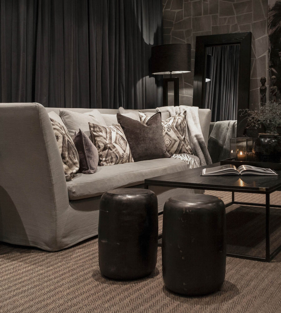 Miljöbild Belfort soffa, Mason soffbord, Lorenzo pall, Hurricane matta från Artwood