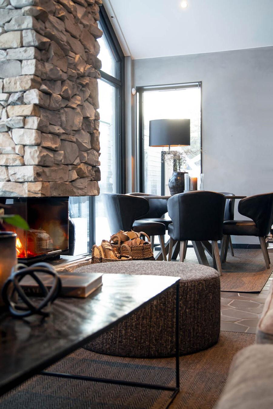 Miljöbild Mille bord, Cortina ottoman, La vella matstol från artwood