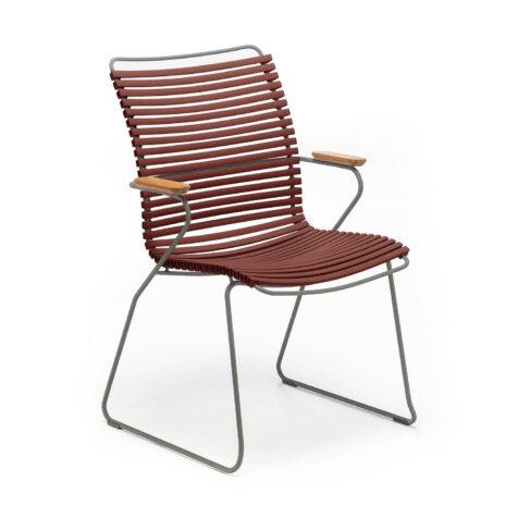Click karmstol med hög rygg i färgen röd.