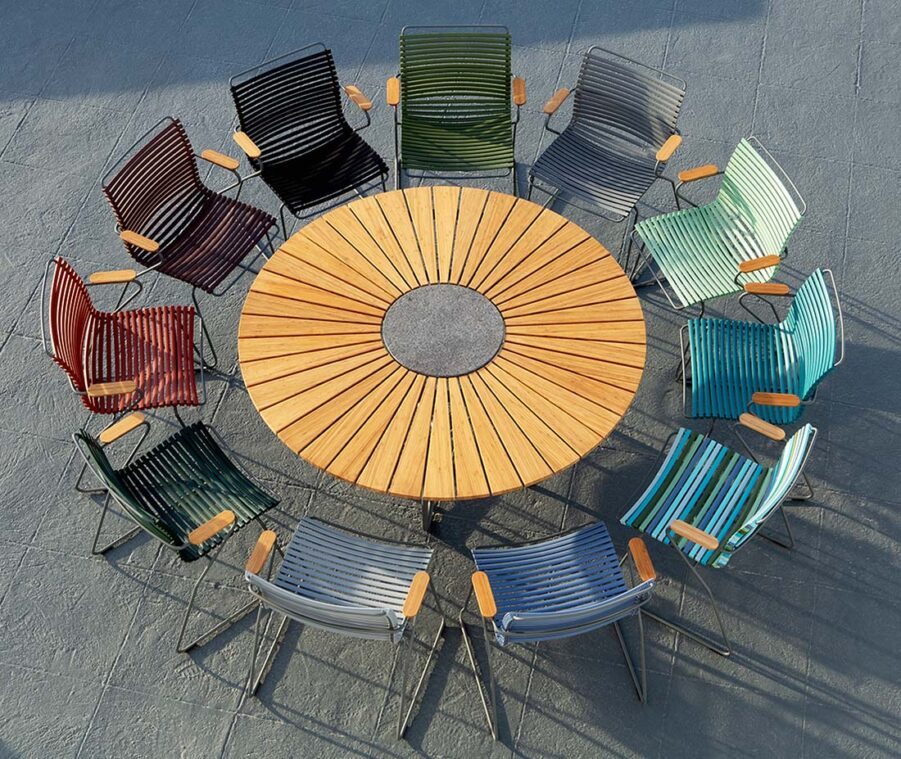 Miljöbild på Click karmstolar med Circle matbord.