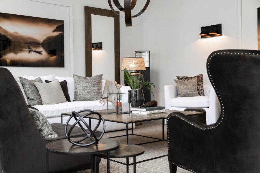 Miljöbild på soffbordet Mille i färgen vintage mässing.