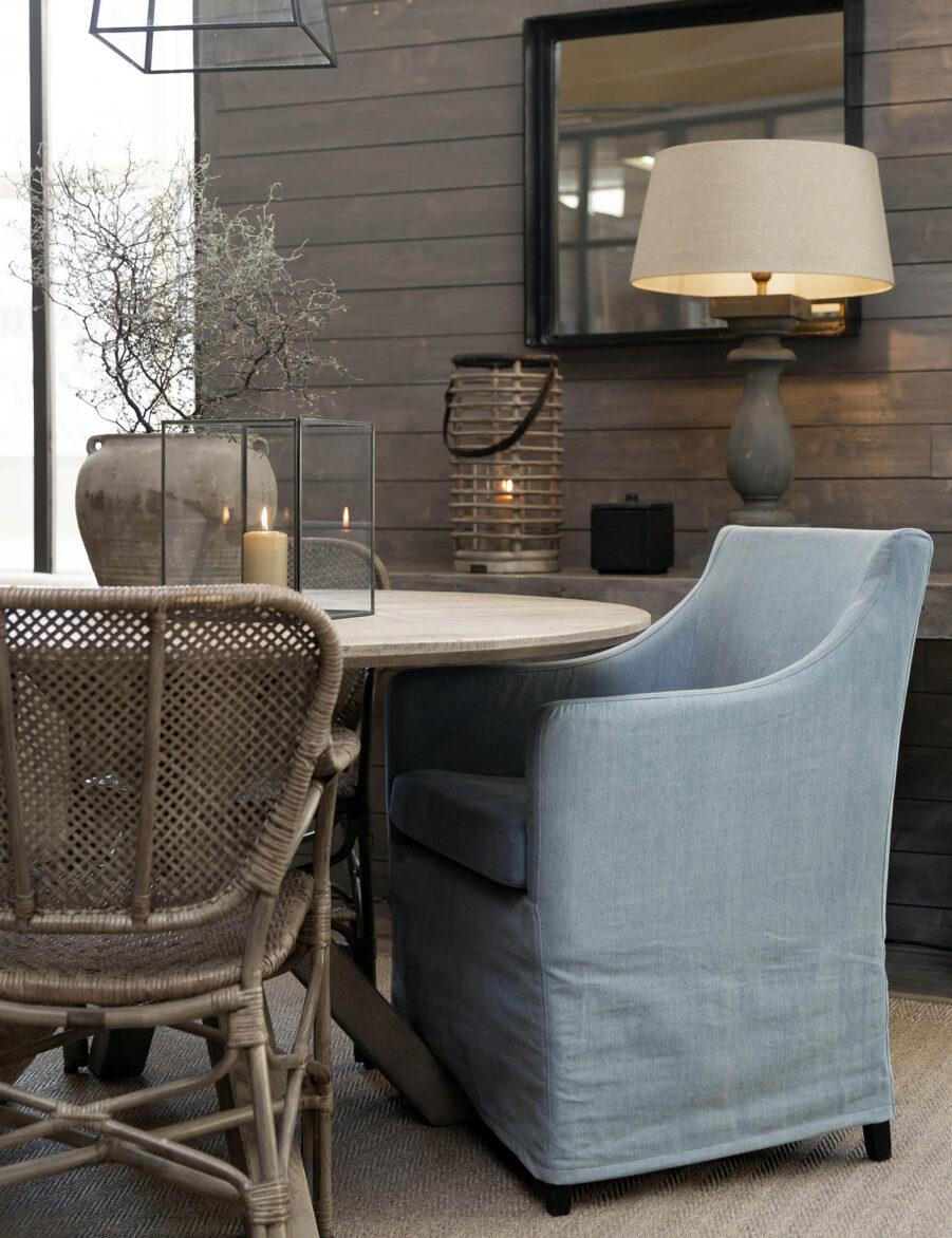 Miljöbild på karmstolen Avignon vid matbordet Tree från Artwood.