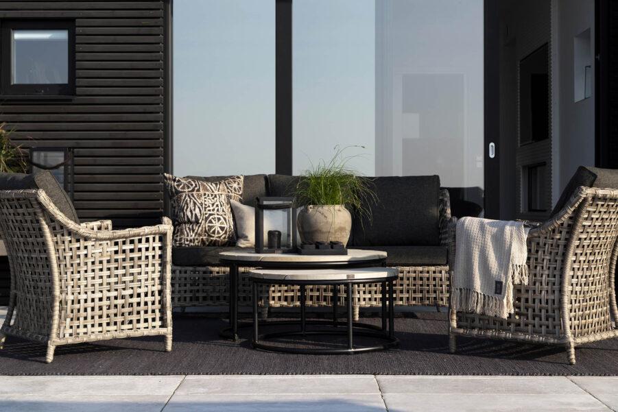 Malaga soffgrupp med soffbordet Anson, från varumärket Artwood.